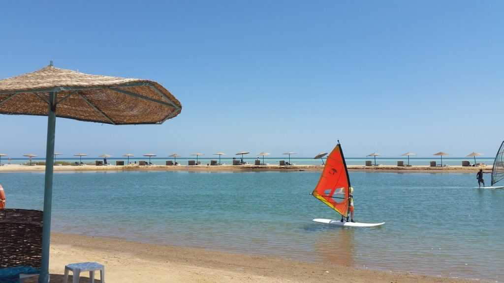 Ägypten Urlaub El-Gouna Surfen Strand